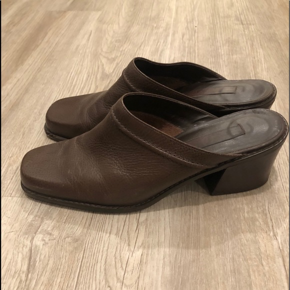 Vintage heeled mules in great condition